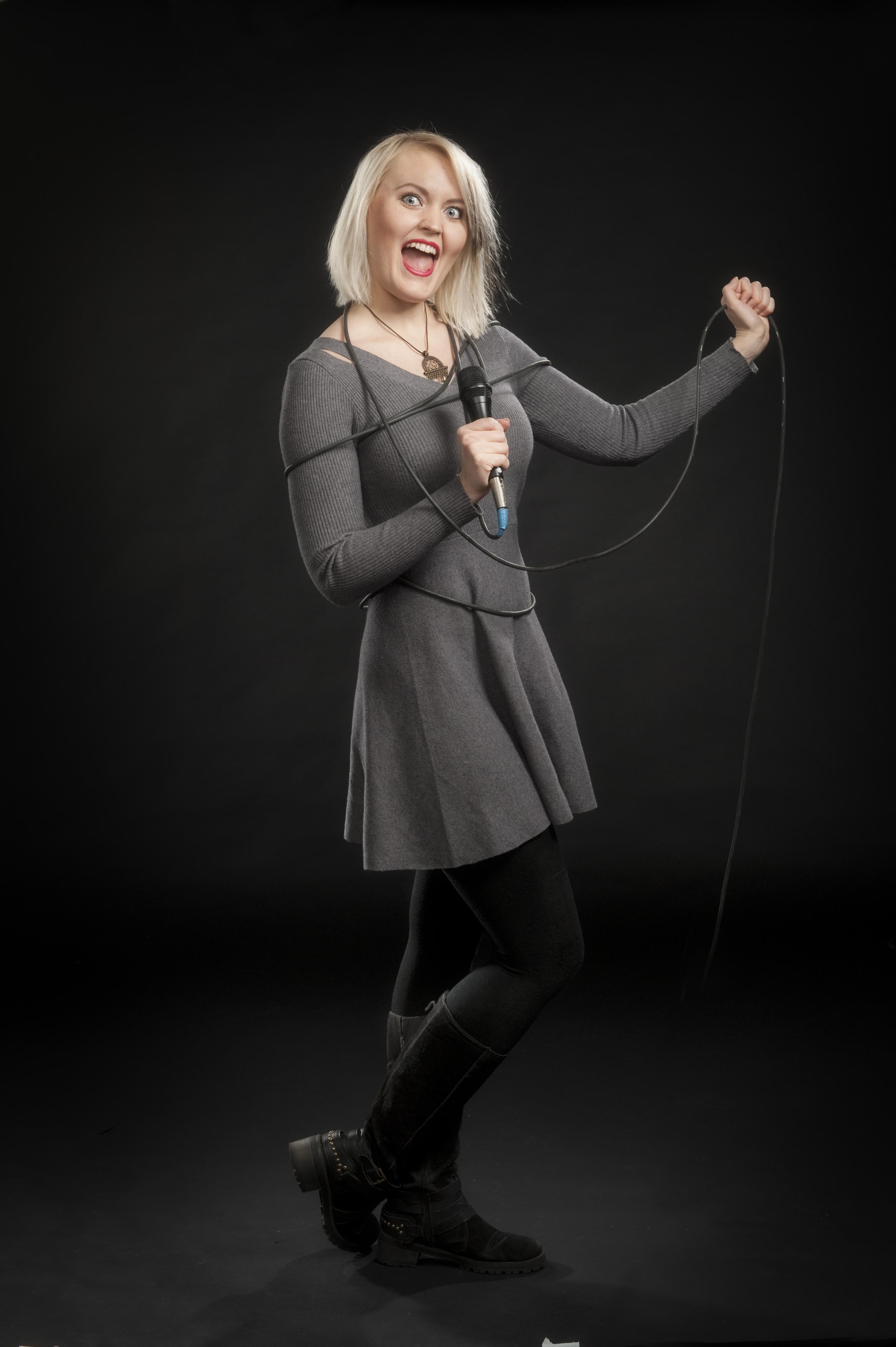 Sonja Kangastalo : Bändilinjan opettaja: laulu
