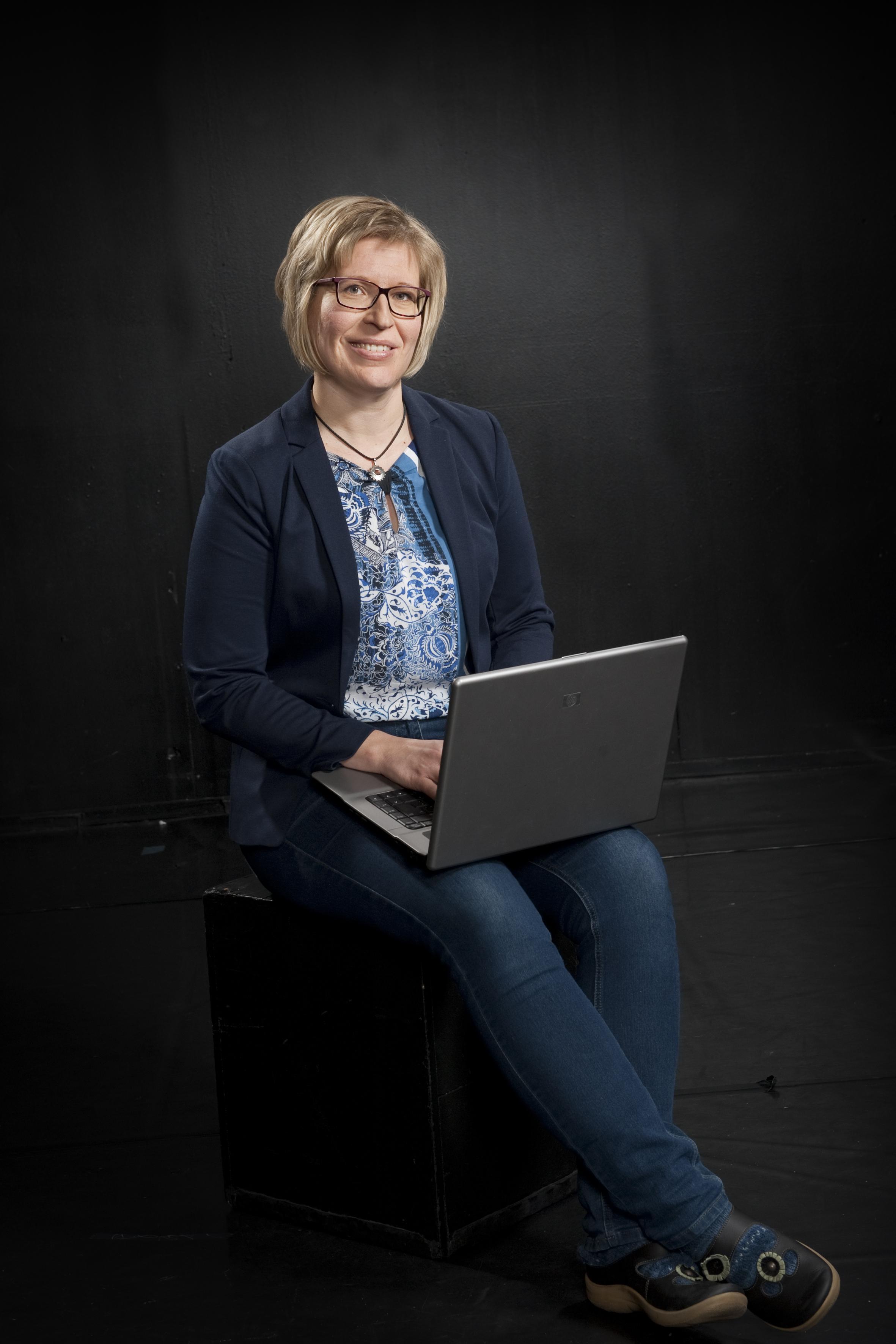 Ulla Särkinen : Rehtori, bändilinjan opettaja